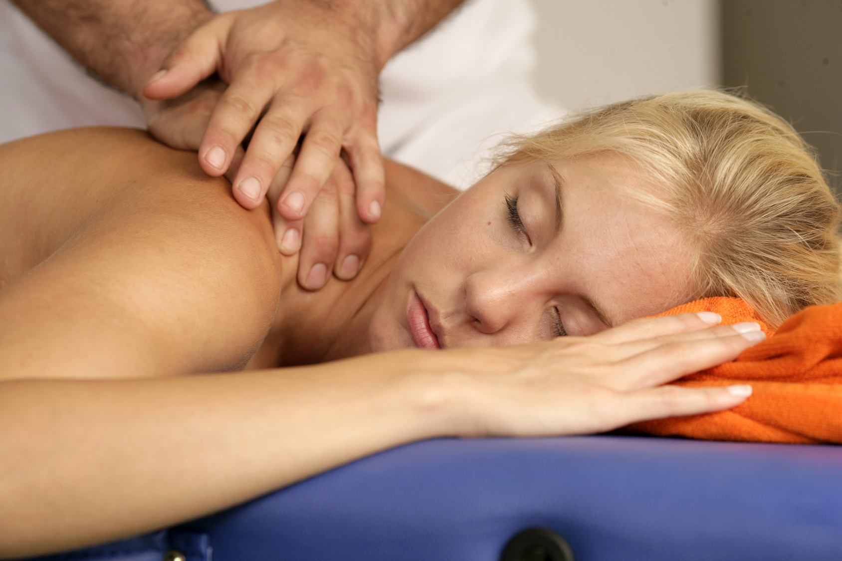 thai hieronta malmi gay massage tube
